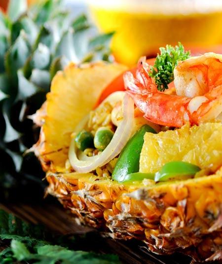 Жареный рис в ананасе - чудеса тайской кухни