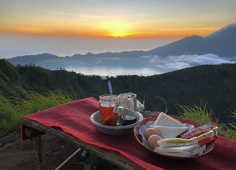 Завтрак на горе Батур